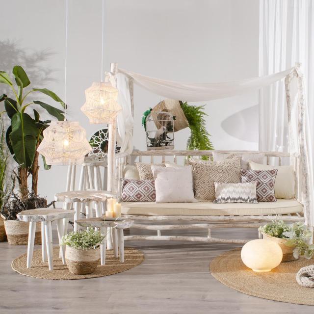 Sofa s baldahinom Barnadette 8.913,20 kn (vivre.hr)<br /> FOTOGRAFIJE: Promo