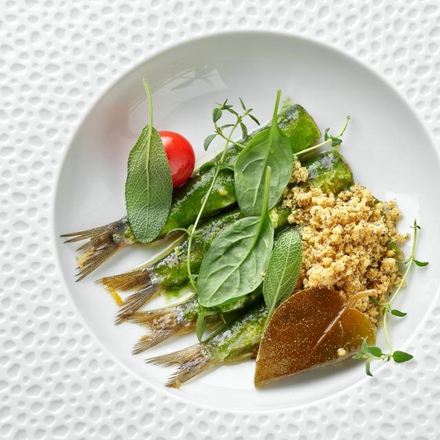 Dimljene sardine, pesto od kapara, mladi špinat, gazpacho od rajčice i čilija<br /> FOTOGRAFIJE: Arhiva hotela Esplanade