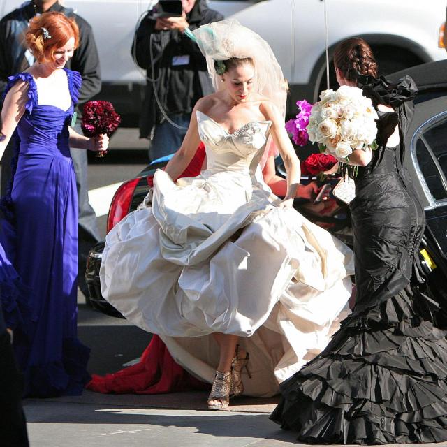 Lik Carrie Bradshaw koju u kultnoj seriji ˝Seks i grad˝igra Sarah Jessica Parker nosi vjenčanicu s potpisom Vivienne Westwood<br /> Fotografija: Profimedia
