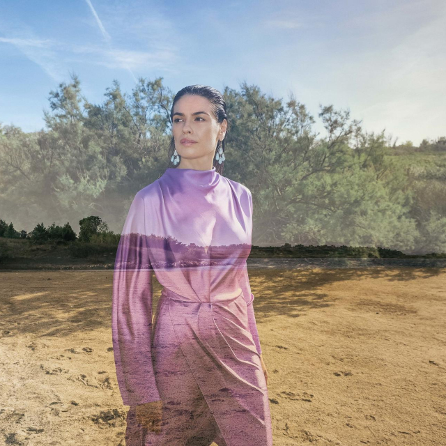 Fotografije:MARE MILIN<br /> Styling:IVANA KARAPANĐA<br /> Kreativno vodstvo:ROMANO DECKER<br /> Model: JULIJA NYDAL @NEW YORK MODEL MANAGEMENT Make-up: SIMONA ANTONOVIĆ<br /> Frizura: ANTE PAŽANIN @SALON GLAMOUR